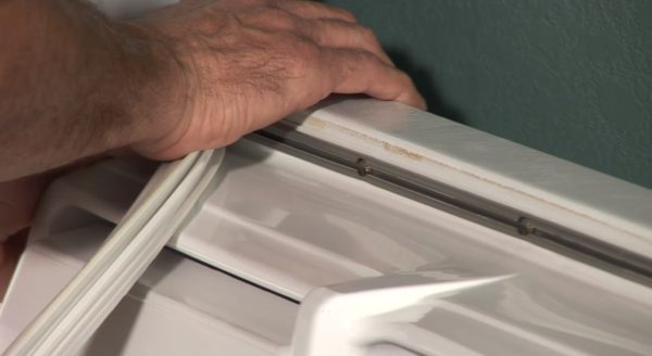 how to replace rubber seal on refrigerator door